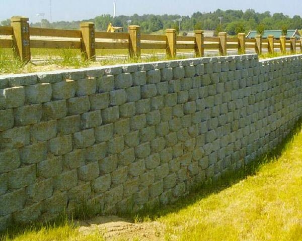 Muri di sostegno in blocchi di calcestruzzo Rockwood Block con geogriglie Fortrac®