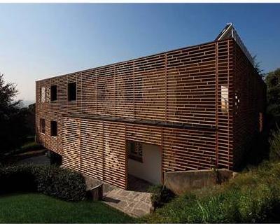 """Un'architettura rinnovata e contemporanea con """"le geometrie"""" in legno di Pircher"""