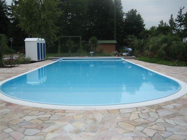 Piscine residenziali linea free style for Busatta piscine prezzi