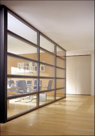 Parete divisoria alta in legno e vetro la scelta giusta - Parete divisoria in vetro ...