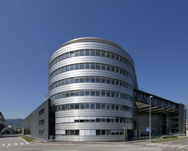 Nuova sede Stahlbau Pichler: grandi superfici e spazi luminosi