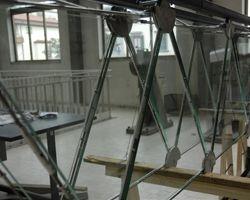 Realizzata la prima trave in vetro al mondo