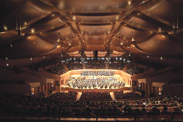 Foto 4. Unimmagine della platea e del palco della Sala Grande durante ...