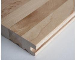 Pavimento prodotto con strisce di legno