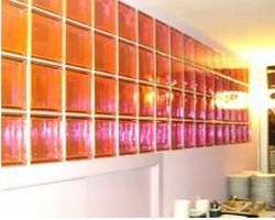 """I mattoni di vetro Seves Glassblock nel ristorante """"Blue Ginger"""" a Milano"""