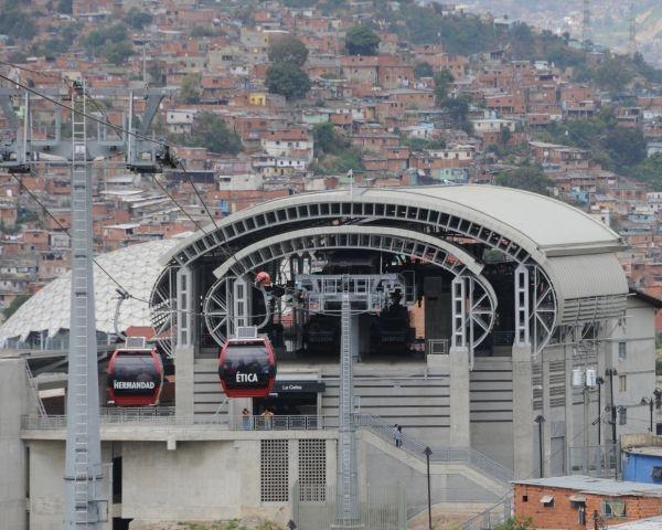 """Iscom firma la """"funivia sociale"""" di Caracas"""