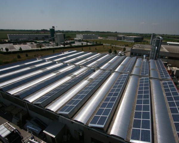 """Shed Plus di Alubel per applicazione di moduli fotovoltaici su strutture tipo ad """"Y"""""""