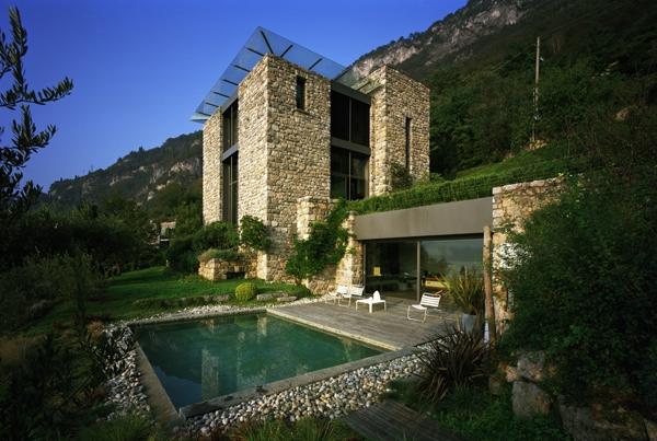 Case Di Montagna In Pietra : Vecchie attrazioni della georgia torri e case medievali in pietra
