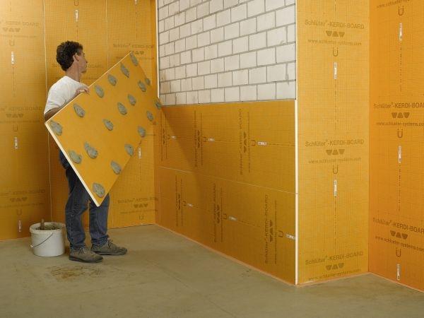 a seconda della planarit e delle condizioni della parete preesistente il pannello pu essere incollato a letto pieno o con punti colla
