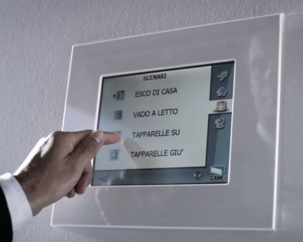 """""""HEITOUCH"""": terminale touch-screen per la gestione di tutta l'abitazione"""