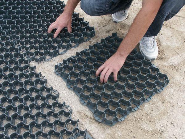 Salvaverde griglia per parcheggi inerbiti e aree verdi - Pavimentazione giardino senza cemento ...