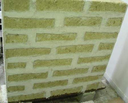 Comportamento sperimentale di muratura di tufo rinforzata con FRG