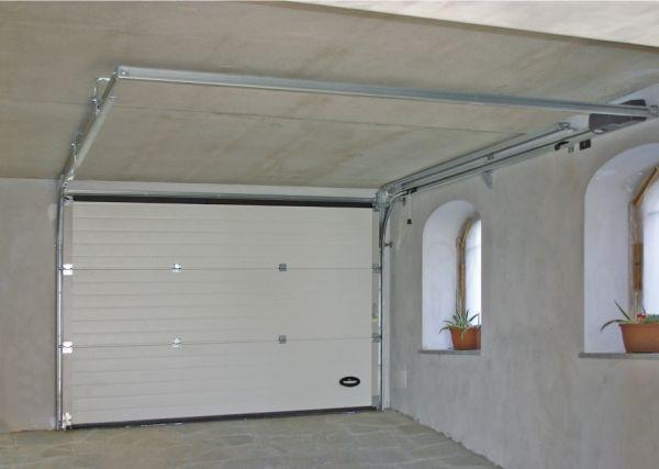 Movida la rivoluzione delle porte sezionali per garage - Portoni garage con finestre ...
