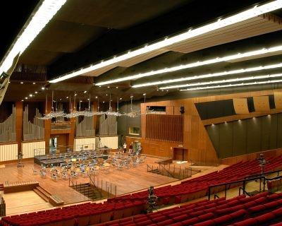 Quercia bianca e ciliegio americano per l'auditorium RAI di Napoli