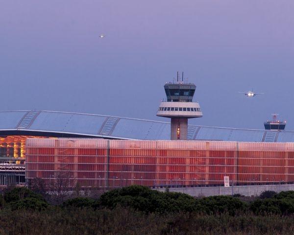 Nuovo terminale T-Sur dell'aeroporto di Barcellona. L'intervento di Texsa