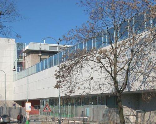Fronte della scuola verso via Legnano
