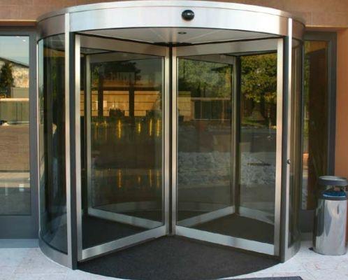 Benessere sin dall'ingresso, con la porta automatica Exeo