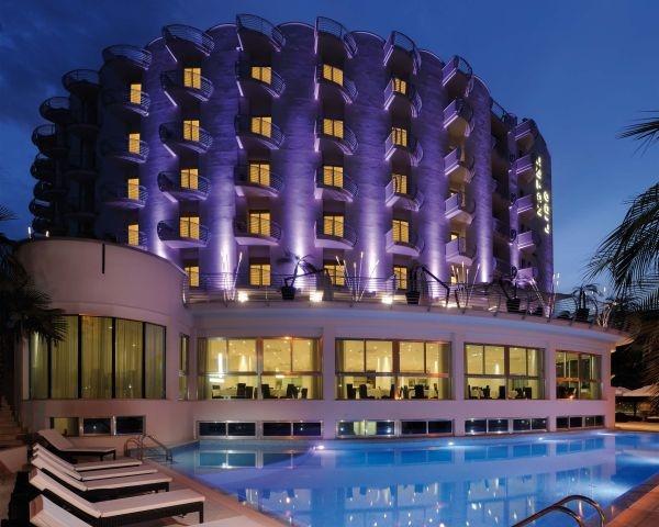Di fronte alla spiaggia d'Argento, un hotel che si mette in luce