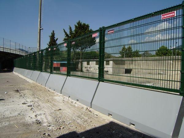recinzioni betafence per lo stadio san francesco di nocera. Black Bedroom Furniture Sets. Home Design Ideas