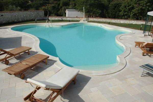 Piscine residenziali linea contemporanea busatta piscine for Busatta piscine prezzi