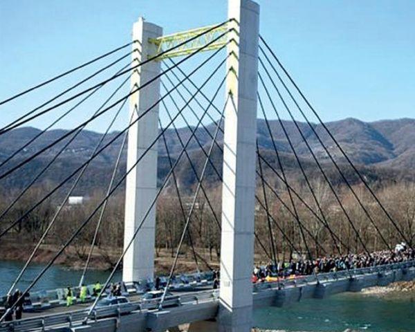 """Nuovo ponte strallato """"Cesare Cantù"""""""