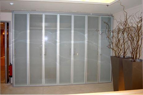 Pareti divisorie mobili e attrezzate - Parete divisoria in vetro prezzi ...