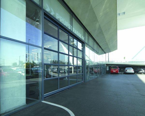 Design moderno per i nuovi portoni industriali Hörmann