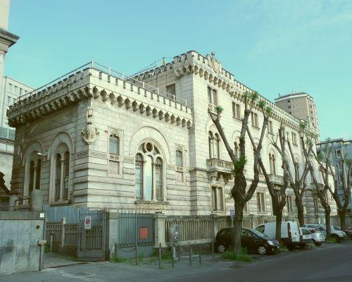 Il fronte principale del palazzo ex banca Monte di Pietà S.Agata