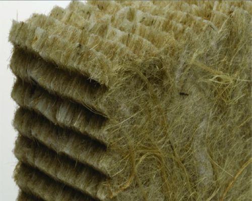 Pannello isolante in fibre riciclate