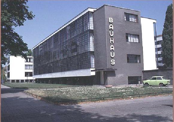 Walter Gropius: edificio del Bauhaus – Dessau, 1925