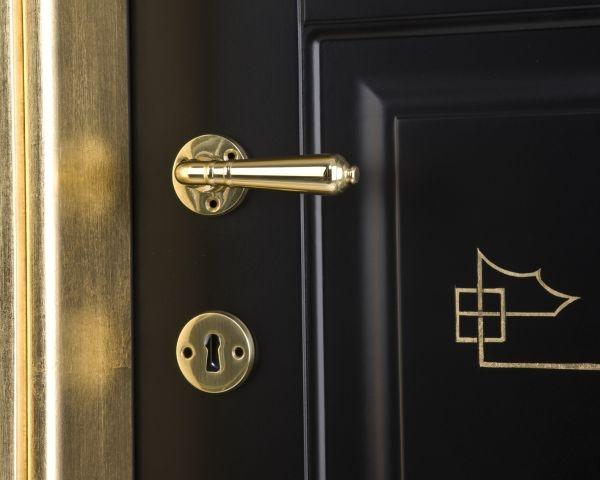 L3P Iris con decoro oro su nero, l'eleganza per eccellenza