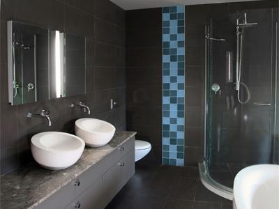 Il bagno finito piastrellato linea saniclass
