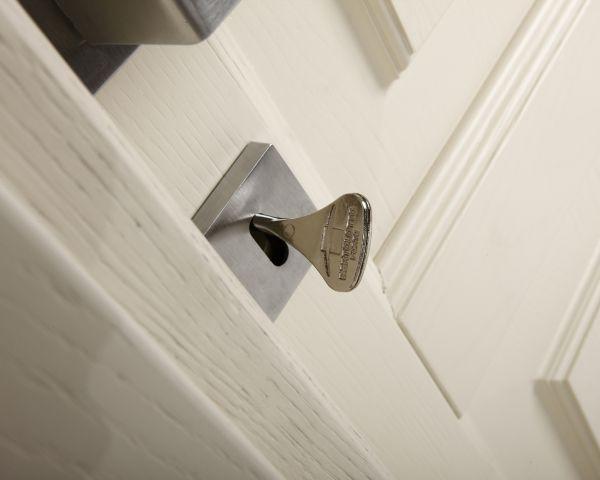 Novità per la Collezione Rodi di Bertolotto Porte: legno massiccio, linee classiche e un tocco in più