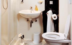 Il bagno finito in vetroresina: linea saniflex