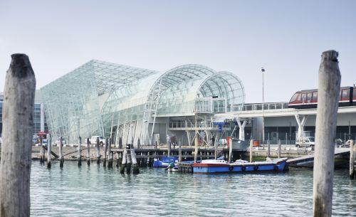 People Mover, un gabbiano di vetro e acciaio si alza in volo su Venezia