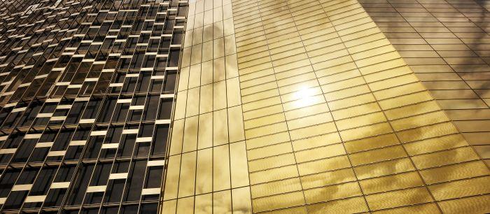 Un grattacielo orizzontale, con l'oro sulla pelle