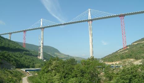Il ponte strallato pi alto del mondo for Piani di fondazione del ponte
