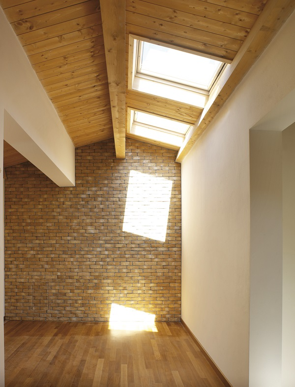 Designo r4 finestre a bilico convenzionali for Finestre velux per tetti