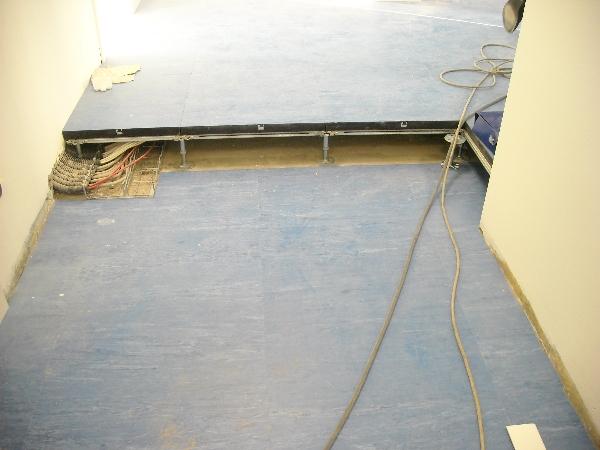 Pavimenti Galleggianti Spessori : Pavimenti sopraelevati e controsoffitti per spazi ufficio