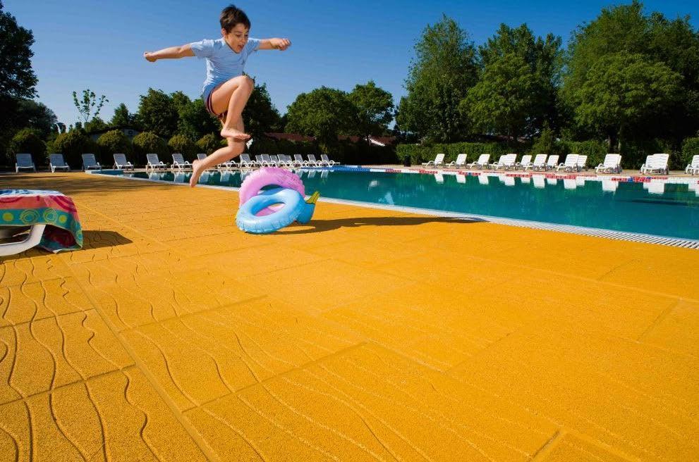 Quali caratteristiche deve avere la pavimentazione a bordo - Pavimentazione per bordo piscina ...