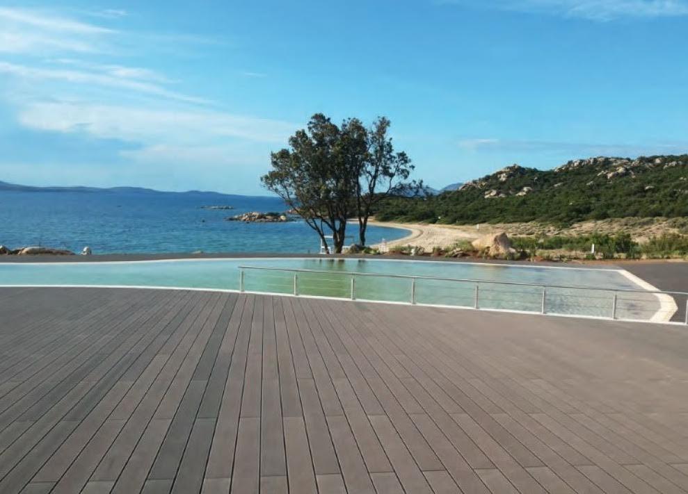 Quali caratteristiche deve avere la pavimentazione a bordo for Pavimenti per piscine