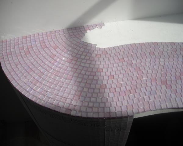 Rivestimenti a mosaico in vetro - Posa piatto doccia prima o dopo piastrelle ...