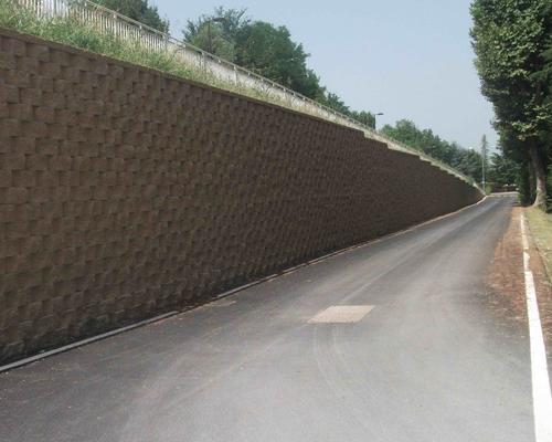 Murature di sostegno di una nuova pista ciclo-pedonale