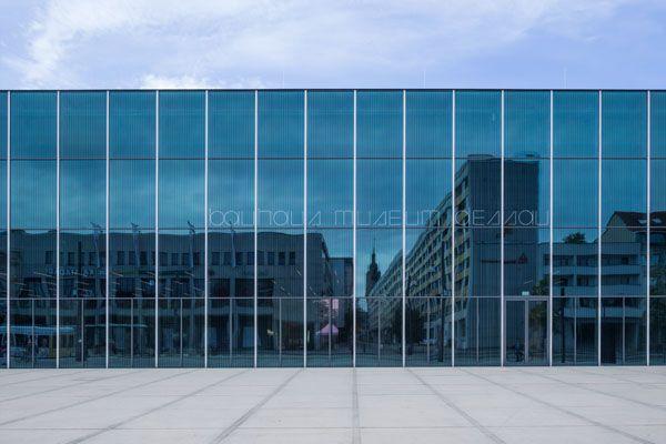 L'imponente facciata in vetro del Bauhaus Museum Dessau