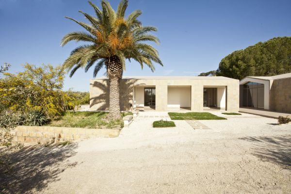 Progetto aAhouse a Caltanisetta, una riscrittura minimale della tradizionale architettura rurale sicula