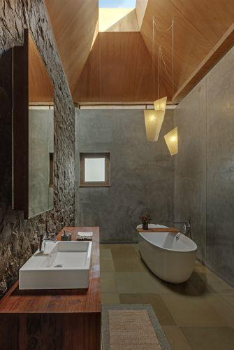 Lavabi Vero di Duravit per i bagni della villa che sorge ai piedi dei monti Sahyadri, in India
