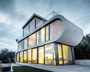 Il design PREFA si fa user-centered: le Scandole romboidali di PREFA avvolgono la Flexhouse sul lago di Zurigo