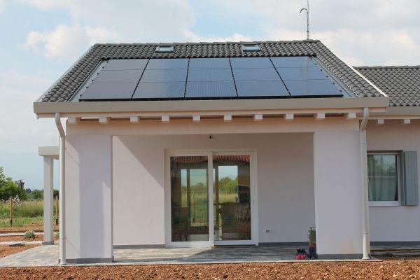 La casa unifamiliare di Castelfranco Veneto realizzata con il sistema costruttivo prefabbricato Manni Green Tech (foto Manni Green Tech)