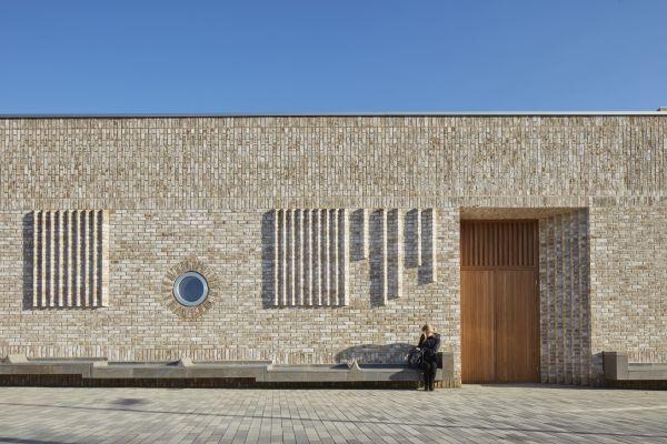 La facciata dell'asilo Storey's Field Centre & Eddington Nursery