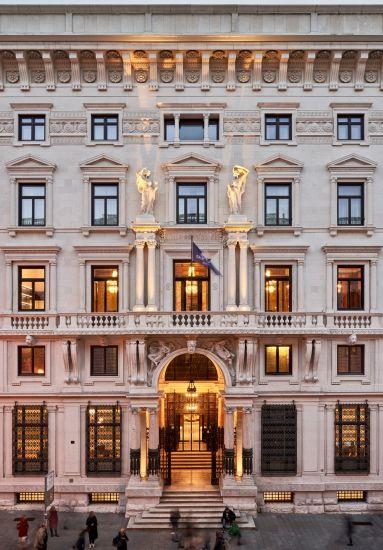 La facciata del Double Tree by Hilton di Trieste